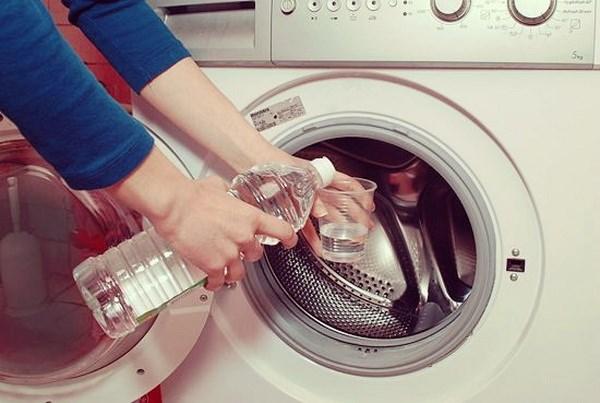 Làm sạch máy giặt bằng giấm